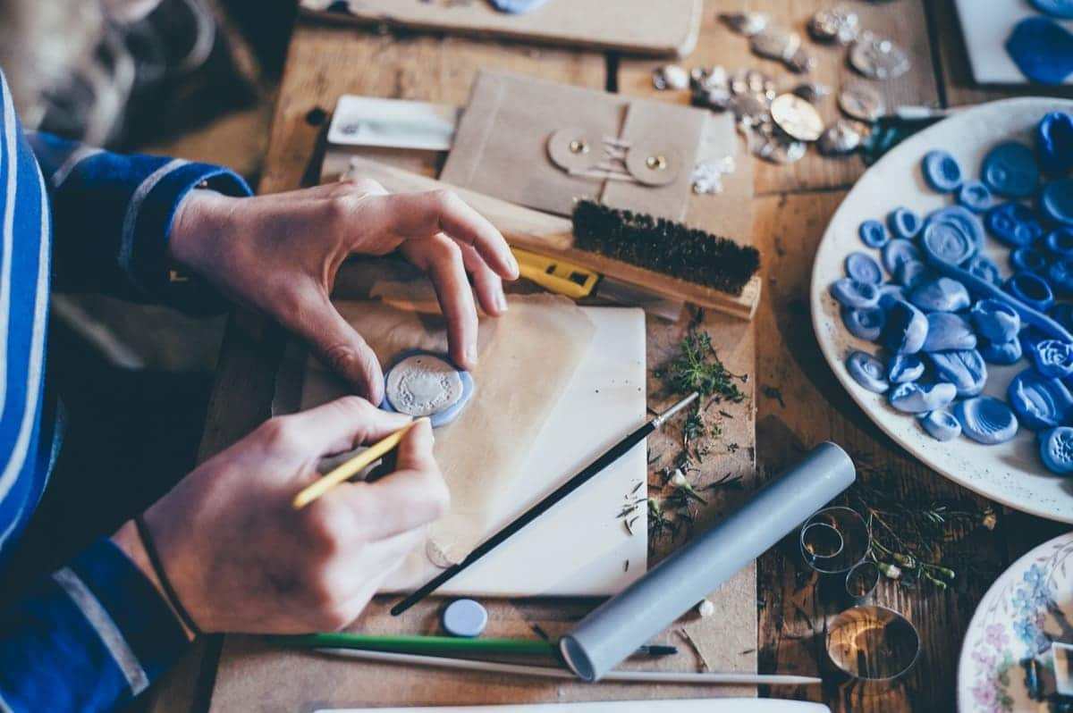 sell your crafts and art on etsy ways to make money online from home
