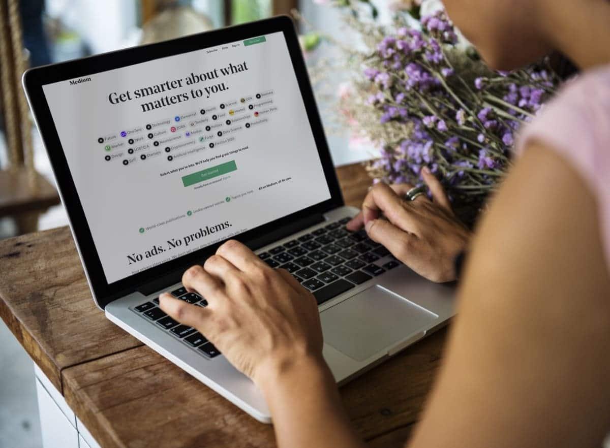 Write on Medium's Partner Program ways to make money online from home